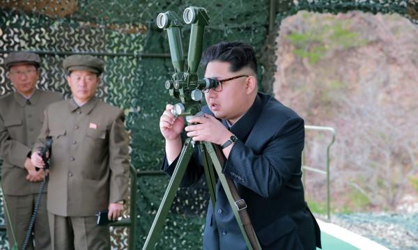 КНДР строи подводница, която да носи балистични ракети?