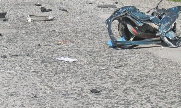 Тежък сблъсък на бус и камион край Микре, има жертви