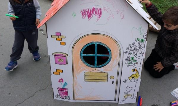 Нов блок – хубаво, но строителите тероризират детска градина!