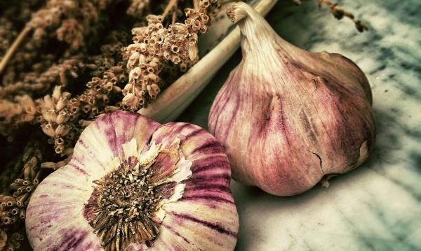 Хапвайте чесън за здрави кости и при високо кръвно
