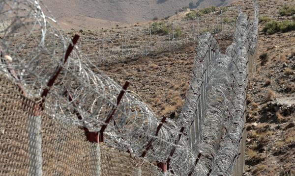 Строи се ограда по границата... Между Крим и Украйна