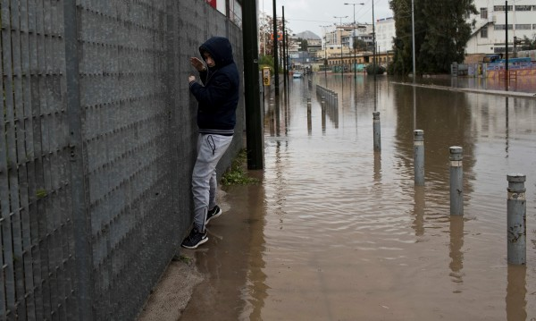 Жертвите на водното бедствие в Гърция вече са 19