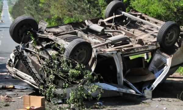 27-годишна жена е болница, преобърнала се с колата си