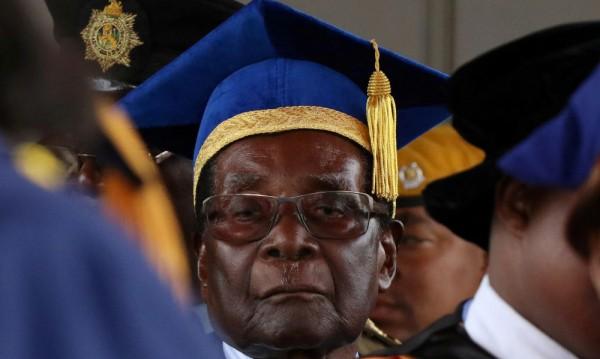 Мугабе е отстранен от лидерския пост на управляващата партия