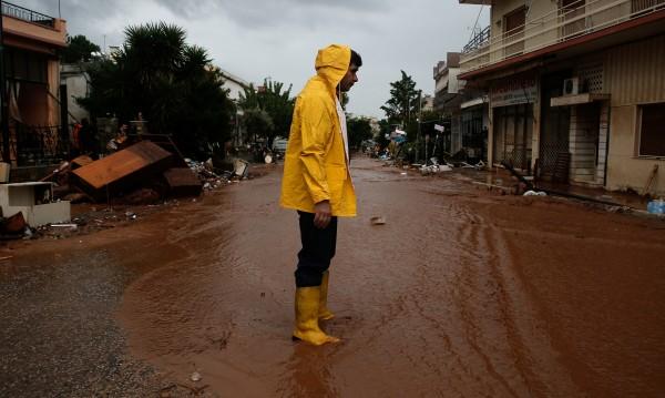 Жертвите на голямото наводнение в Гърция станаха 20
