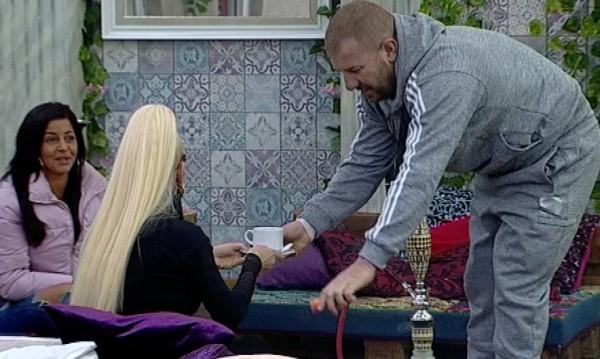 Динко поряза Луна за секс: Харесвам Борисов, моят идол!