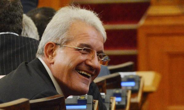 Рамадан Аталай припадна на влизане в парламента