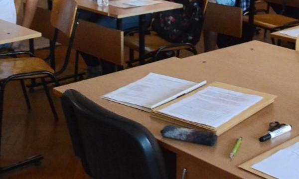 """Българският """"Кеймбридж"""" в Бяла: Синът в 11-и клас, бащата – в 8-ми!"""