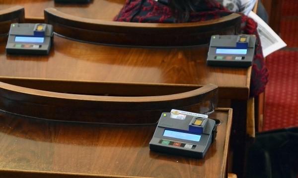Решиха: МВР взима регистрацията на коли без преглед