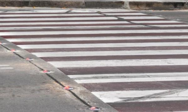Кола блъсна пешеходец, пресичал неправилно във Варна