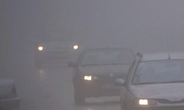 """Сред мъглата на """"Тракия"""": Два ТИР-а и три коли на калъп"""