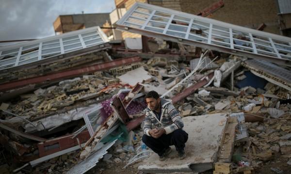 483 души е броят на жертвите при земетресението в Иран