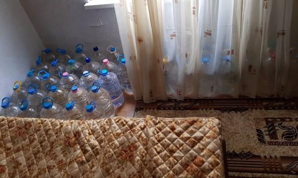 Антимафиоти откриха 428 л менте алкохол в... спалня
