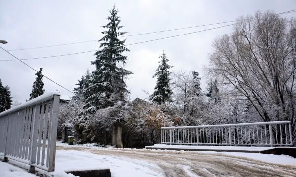 350 машини на пътя срещу снега, трафикът - при зимни условия