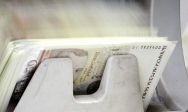 Банките свалиха лихвите, но на големите кредити