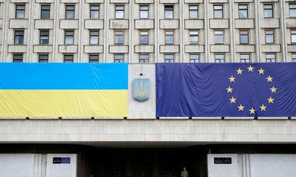Украйна се изпокара със съседите, рискува да пострада
