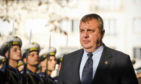Каракачанов загрижен: Има пропуски във Военна академия!