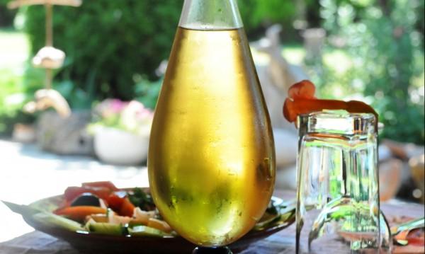 Гроздова, сливова... Не, пием ракия от зърнен етанол!