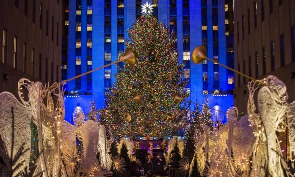 50 000 лампички озариха коледната елха в Ню Йорк
