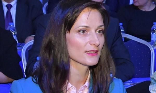 Мария Габриел: Фалшивите новини не познават граници!