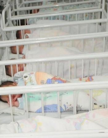 Чудо! Индийско бебе се съживи преди... кремацията