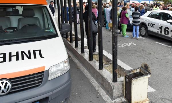 """Лекари от """"Пирогов"""" на протест срещу директора си: Иди си!"""