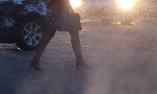 Температурите под нулата, в София обработват против заледяване