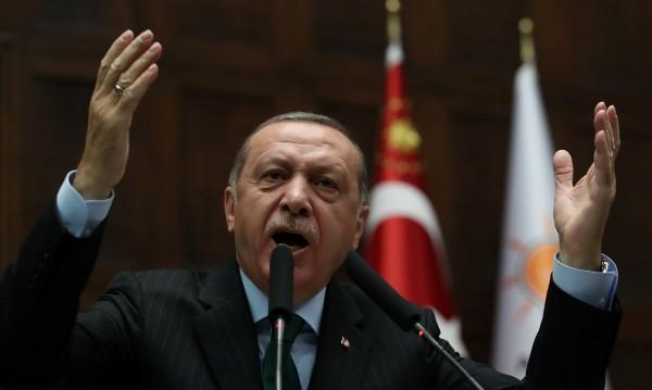 Ердоган на историческо посещение в Гърция