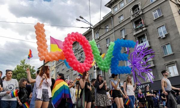 Столичната община на съд, отказала да признае лесбийски брак