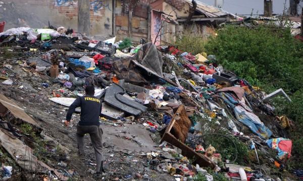За мръсния въздух: Не ромите палили гуми, клошарите били!