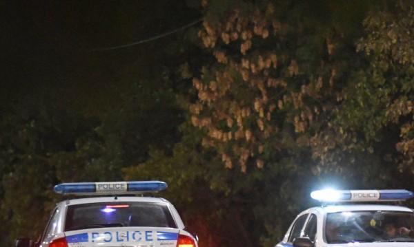 Бургазлия тормози жена си, скочи и на полицаи