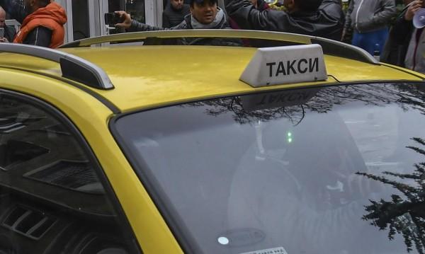 Скъп подарък и пари, забравени в такси! И?