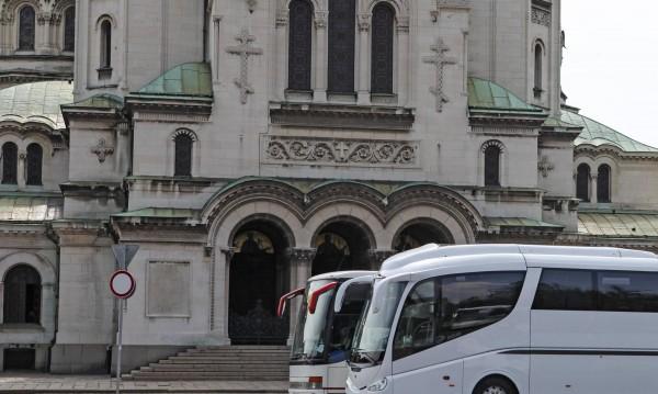 """Решено: Разтурват """"паркинга"""" до храма """"Св. Александър Невски"""""""