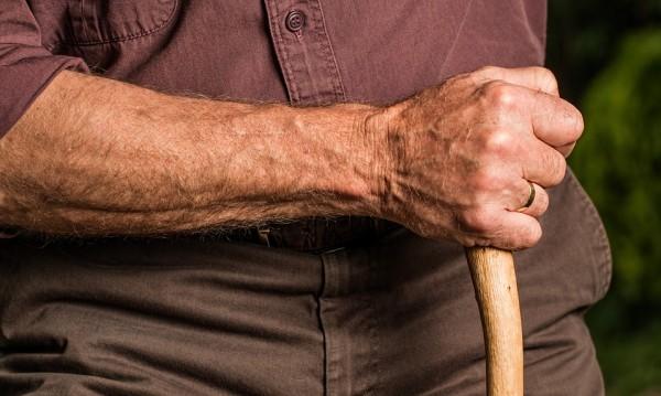 Полицаи към пенсионери: Трикове срещу ало мафията!