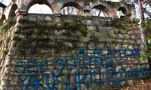 Военноморският музей във Варна осъмна с турски надписи
