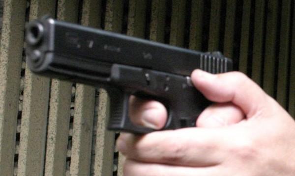 Стрелба в София! Мъж е прострелян в кола