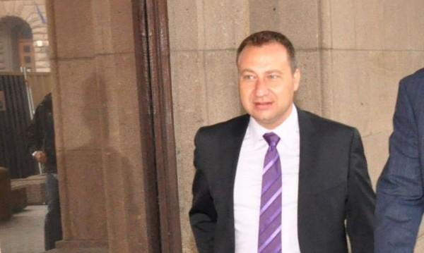 Депутат от ГЕРБ напусна парламента, ограничен бил