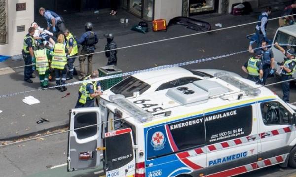 Шофьор гази пешеходци в Мелбърн. Тероризъм?