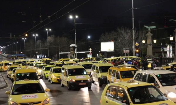 Километър - левче! Да има ли минимална цена за таксито?