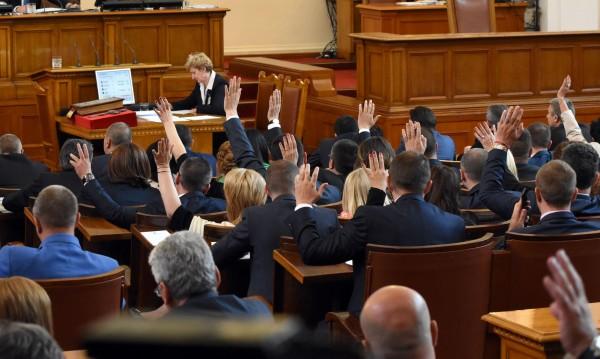 Единодушно от парламента: Мораториумът – падна!