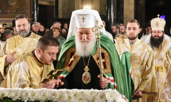 Патриарх Неофит отслужи празничната вечерня