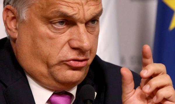 Орбан поиска от Дядо Коледа: Защита на християните!