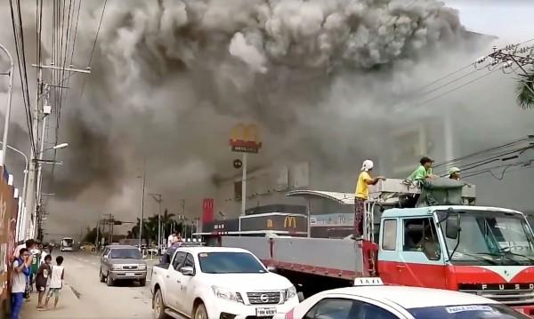 Извадиха 37 тела от опожарения търговски център в Давао