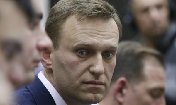 Путин крачи към нов мандат, Навални аут от изборите