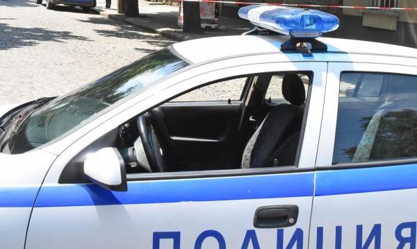 Пияни роми замерят полицаи с керемиди и камъни в Бургас