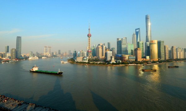 "Шанхай ограничава населението заради ""болестите на града"""