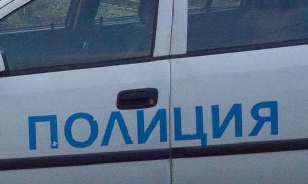 Бус с полицаи се удари в таксита, четирима са ранени