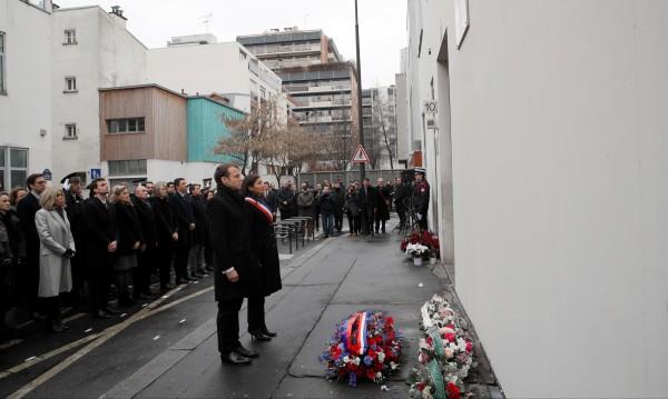 Макрон почете загиналите при атентатите от януари 2015-та