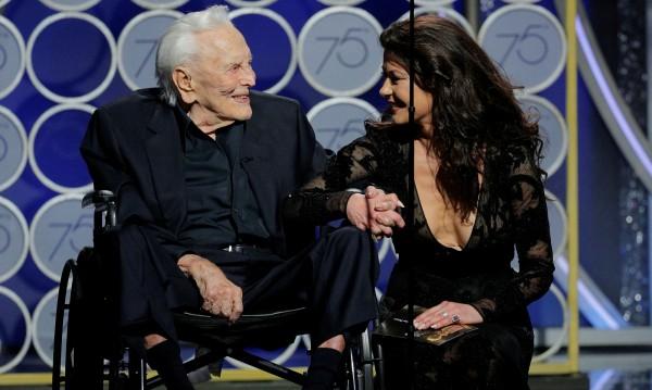 """101-годишният Кърк Дъглас """"открадна"""" """"Златен глобус"""""""