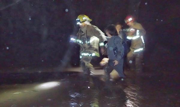 Хиляди евакуирани заради пороите в Калифорния